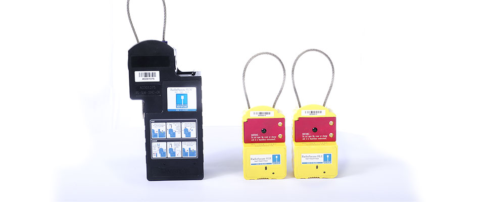 The RadioSecure SLM can be augmented with slave units such as the SLA and SLE. They communicate to the SLM via a 2.4ghz wireless network with ranges up to 200m L.O.S)