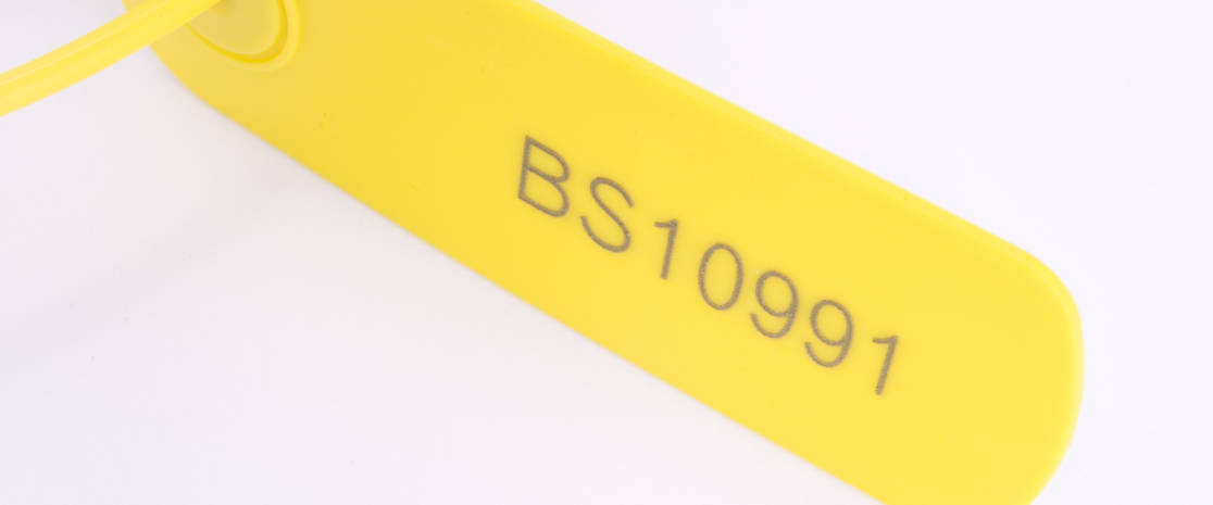 The tag provides a large surface for a variety of printing options, laser engravable for versatility.